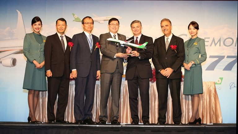 EVA Chairman K.W. Chang, Boeing Commercial Airplanes President and CEO Ray Conner and GE Aviation Vice President and General Manager in charge of Global Sales and Marketing Chaker Chahrour signed the document.
