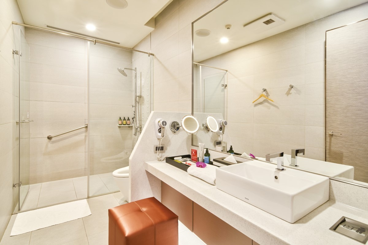 Shower Rooms in The Club Lounge